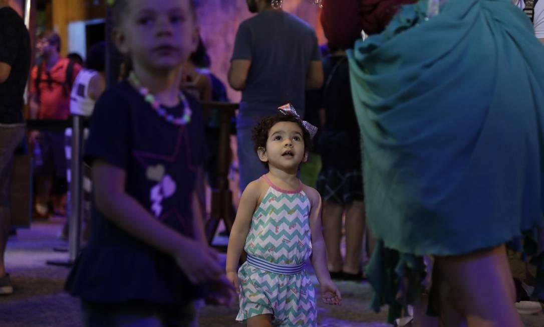 Menina aproveita AquaRio no Dia das Crianças Foto: Custódio Coimbra / Agência O Globo