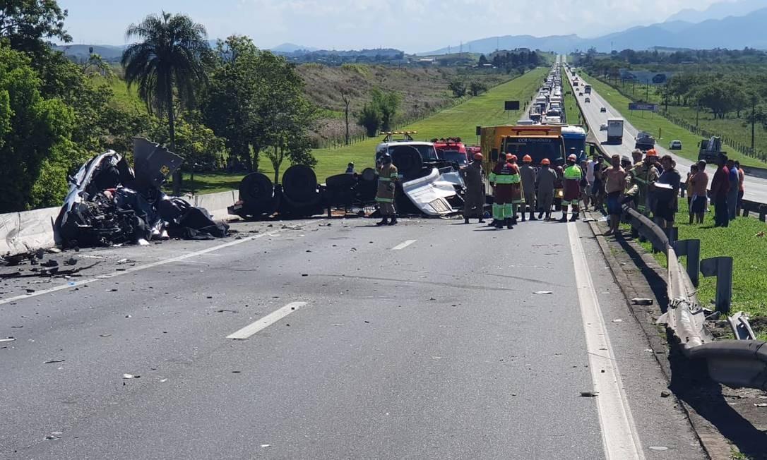 Seis pessoas, incluindo um bebê morreram em acidente na Dutra Foto: Divulgação / PRF