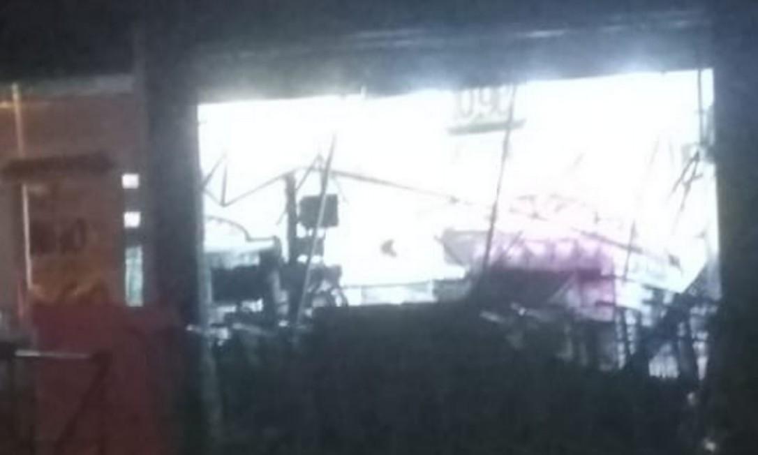 Marquise desabou dentro de supermercado em Madureira Foto: Twitter (@radardabrasil) / Reprodução