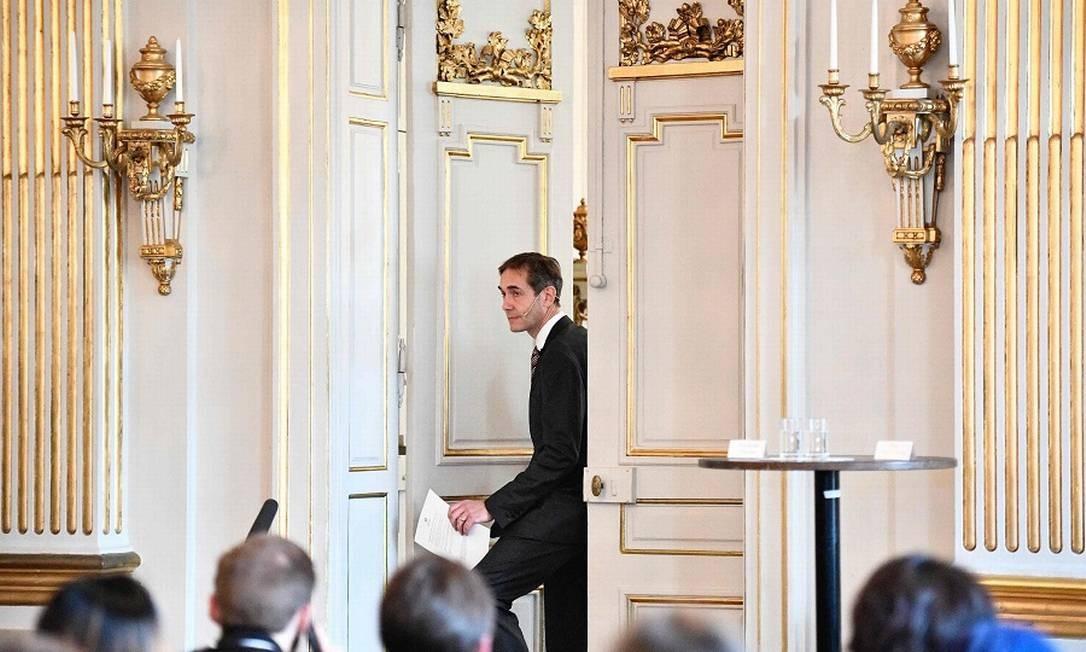 O secretário da Academia Sueca, Mats Mal, prestes a anunciar um Prêmio Nobel na semana passada. Foto: ANDERS WIKLUND / AFP