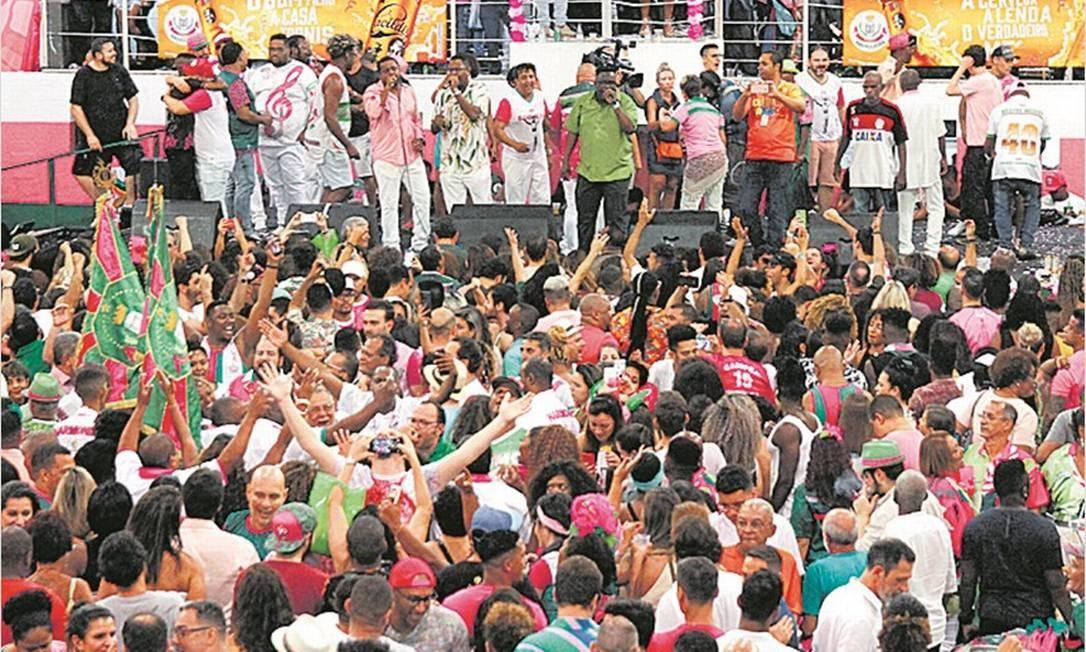Quadra cheia na final de samba-enredo: viés político permanece Foto: Thiago Mattos/divulgação