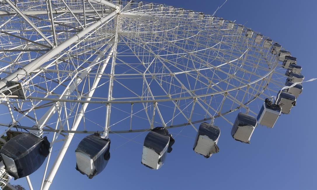 Começa a fase de testes da roda-gigante na Praça Maua, Porto Maravilha Foto: Fábio Guimarães / Agência O Globo