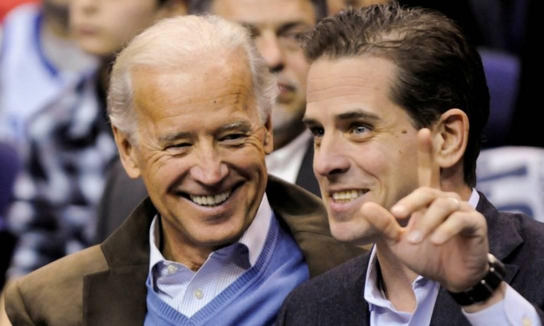 Joe Biden e seu filho Hunter durante um jogo de basquete em Washington Foto: Jonathan Ernst / Reuters / 06-09-2012