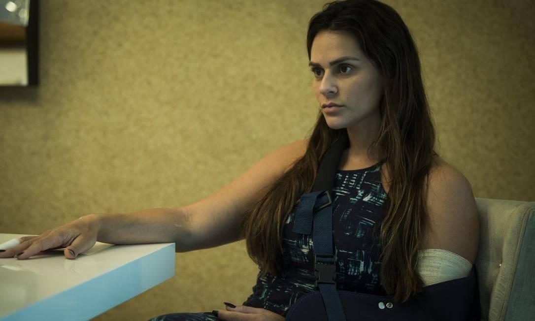 Baleada duas vezes, Shanna é procurada pela polícia para depor Foto: Guito Moreto / Agência O Globo
