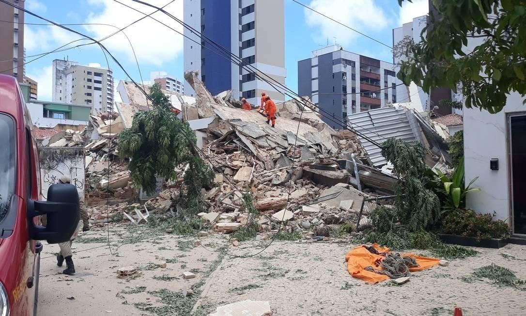Resultado de imagem para Bombeiros confirmam 4ª morte do desabamento do Edifício Andrea