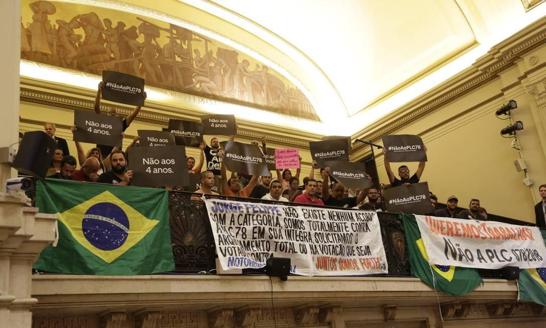 'Torcidas' se posicionaram nas galerias da Câmara nesta terça-feira. Ainda não se sabe haverá votação Foto: Marcos Ramos / Agência O Globo
