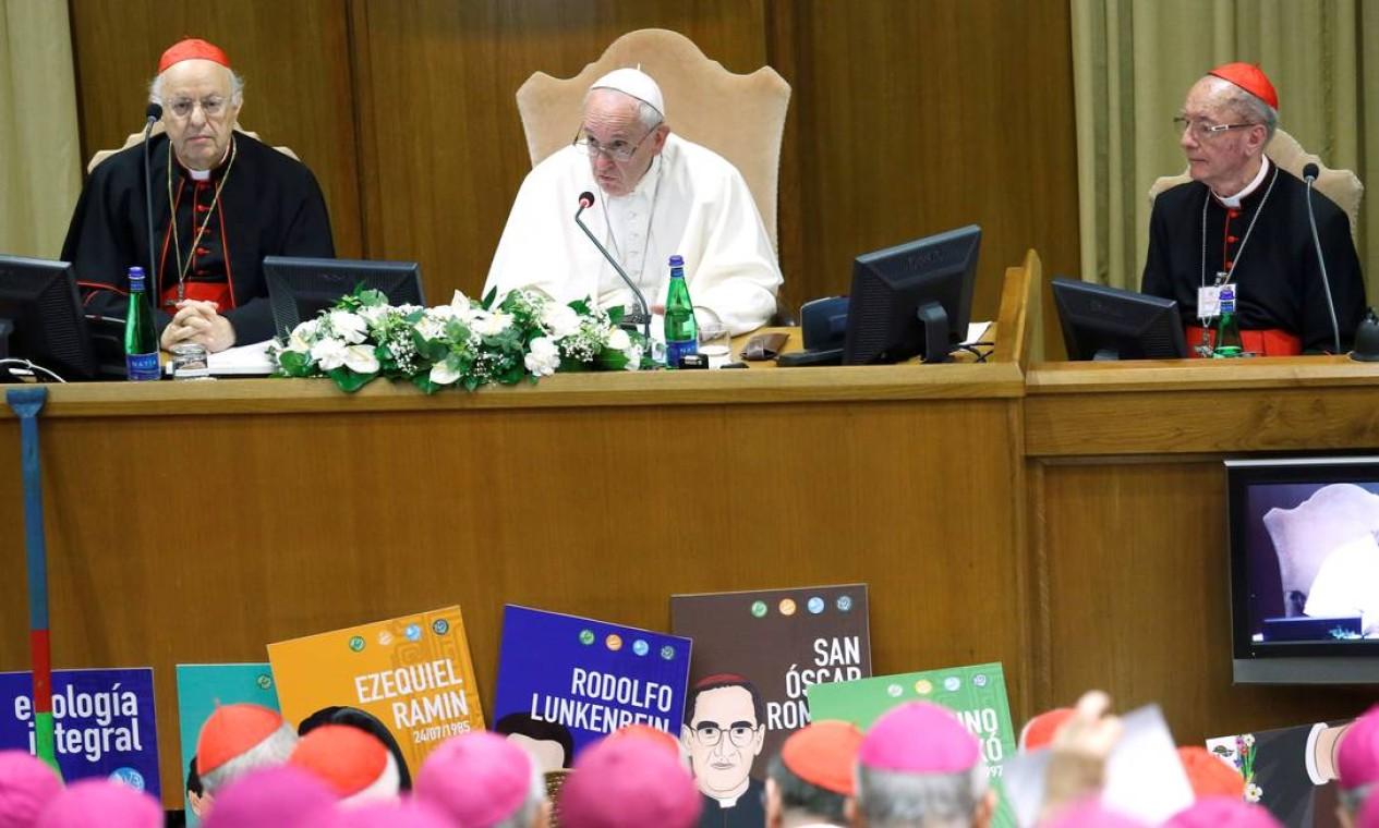 O Sínodo da Amazônia, liderado pelo Papa Francisco, discute a situação da igreja na região amazônica e questões ligadas ao meio ambiente e aos povos indígenas Foto: REMO CASILLI / REUTERS