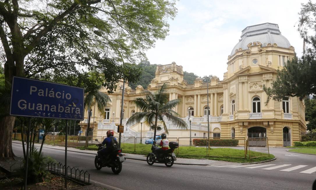 Fachada do Palácio Guanabara, sede do governo do Estado do Rio: para cada servidor na ativa, há 1,5 aposentado Foto: Fabiano Rocha / Agência O Globo