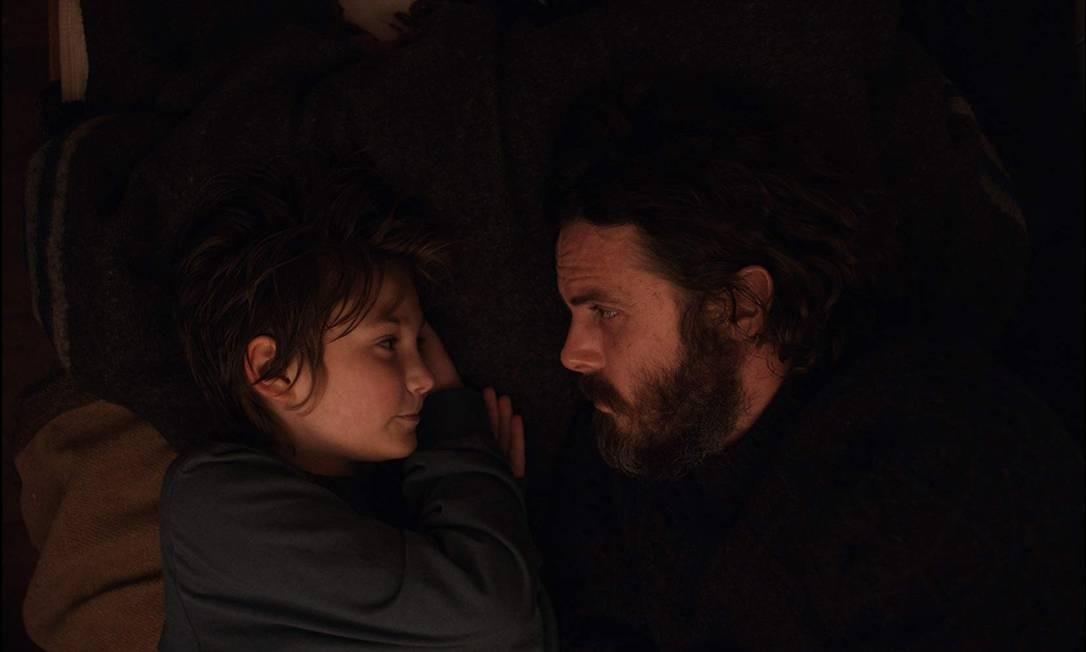 """RS - Anna Pniowsky e Casey Affleck em cena do filme """"A luz no fim do mundo"""" Foto: Divulgação"""