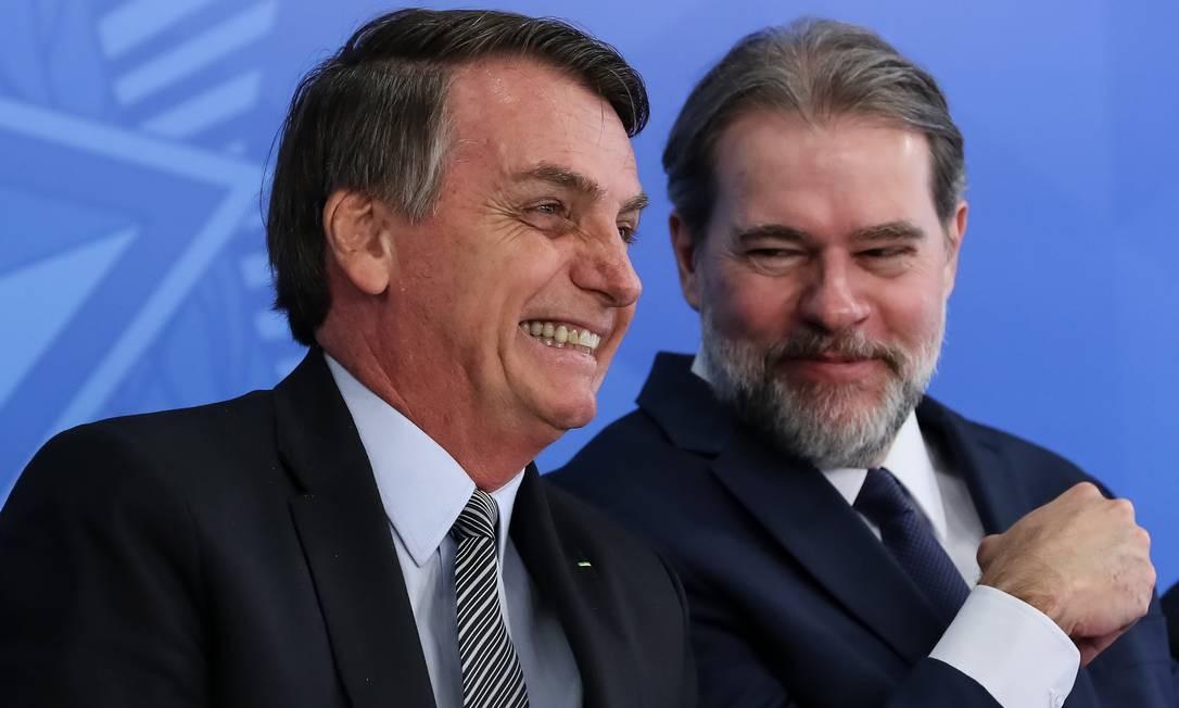 O presidente Jair Bolsonaro e o presidente do STF, ministro Dias Toffoli, durante solenidade no Planalto nesta quarta-feira Foto: Marcos Corrêa / Presidência