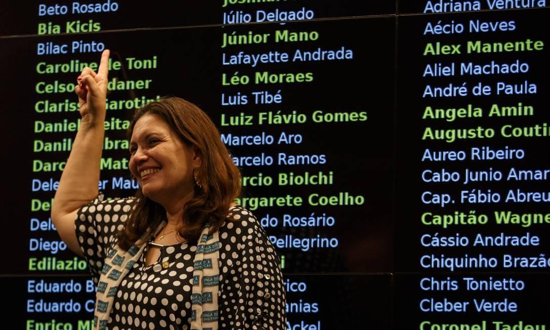 A deputada federal Bia Kicis (PSL-SP) também havia declarado ter lista com 27 nomes pró-Eduardo. Apoiadora de Bolsonaro, ela foi destituída do diretório da sigla do Distrito Federal. Foto: Daniel Marenco / Agência O Globo