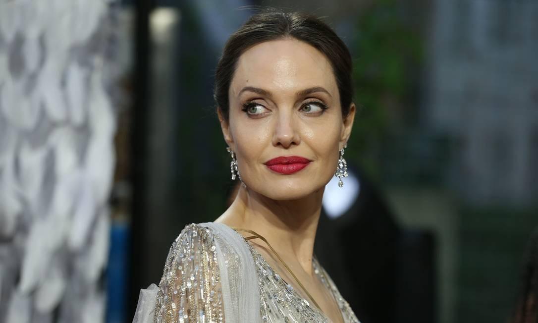 Angelina Jolie posa durante a première de 'Malévola: dona do mal' em Londres, em 9 de outubro Foto: ISABEL INFANTES / AFP