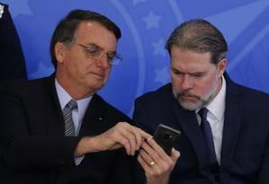 O presidente Jair Bolsonaro e o presidente do STF, ministro Dias Toffoli, durante cerimônia no Palácio do Planalto Foto: Jorge William/Agência O Globo/16-10-2019