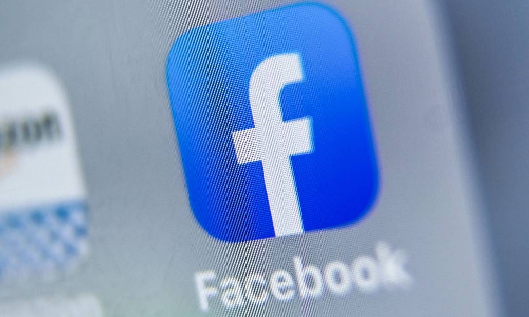 (FILES) In this file photo taken on August 28, 2019 (FILES) This file photo taken on August 28, 2019 shows the logo of US online social media and social networking service, Facebook displayed on a tablet in Lille, France. - The US government on Friday urged tech giants to allow police to read encrypted messages, saying access was essential to prevent serious crime despite privacy concerns. (Photo by DENIS CHARLET / AFP) Foto: DENIS CHARLET / AFP