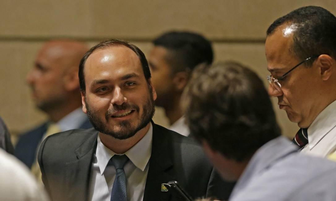 O vereador Carlos Bolsonaro, durante a sessão na Câmara de Vereadores do Rio Foto: Márcio Alves/Agência O Globo/