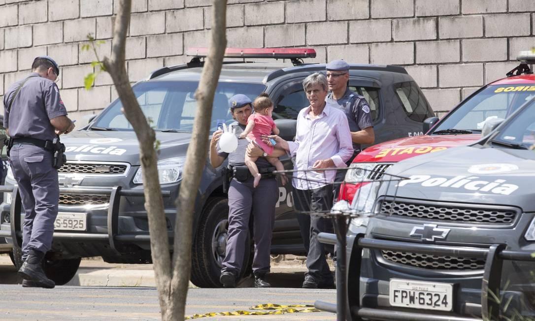 Bebê de 10 meses estava entre os reféns de um assalto após roubo no Aeroporto de Viracopos Foto: Edilson Dantas / Agência O Globo
