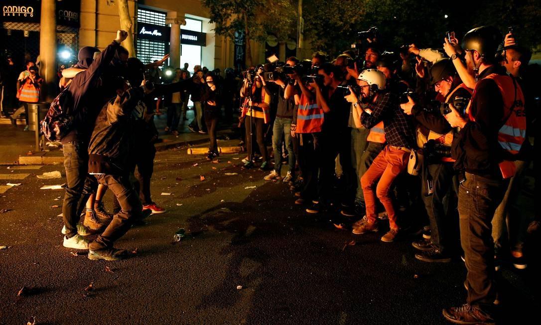 Governo da Catalunha volta a defender independência em nova noite de protestos