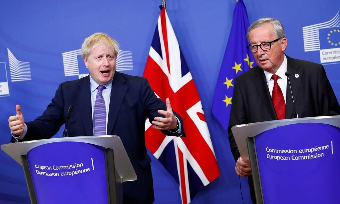 O primeiro-ministro britânico, Boris Johnson, e o presidente da Comissão Europeia, Jean-Claude Juncker, participam de coletiva de imprensa depois de fecharem acordo do Brexit Foto: FRANCOIS LENOIR / REUTERS