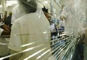 Tiroteio deixa funcionários e pacientes desesperados em UPA da Penha Foto: André Coelho / 23.10.2009