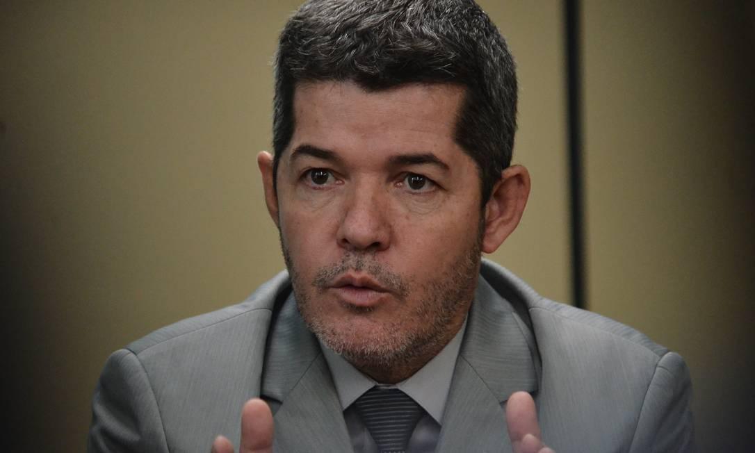 O líder do PSL na Câmara, Delegado Waldir (GO), durante coletiva Foto: Renato Costa / FramePhoto / AGÊ