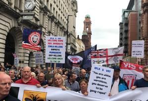Contra o diferente. Marcha da Football Lads Alliance (DFLA), em Manchester, no Reino Unido: grupo de extrema-direita que diz ser contra extremismos, mas prega o anti-islamismo, é abordado na série documental 'Por que odiamos?' Foto: Discovery Channel/Naomi Ranz-Schleifer