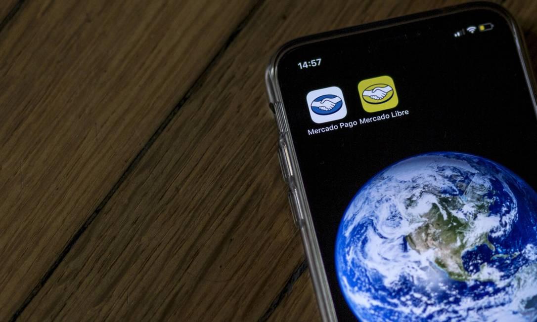 Os aplicativos do Mercado Pago e do Mercado Livre. Empresa aposta em serviços de pagamento Foto: Sarah Pabst/Bloomberg/10-6-2019 / Bloomberg