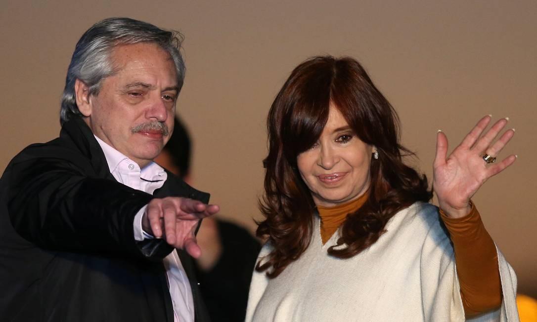 Alberto Fernández e Cristina Kirchner, apontados como favoritos na eleição presidencial da Argentina no dia 27, participam de comício na cidade de Santa Rosa Foto: AGUSTIN MARCARIAN / REUTERS