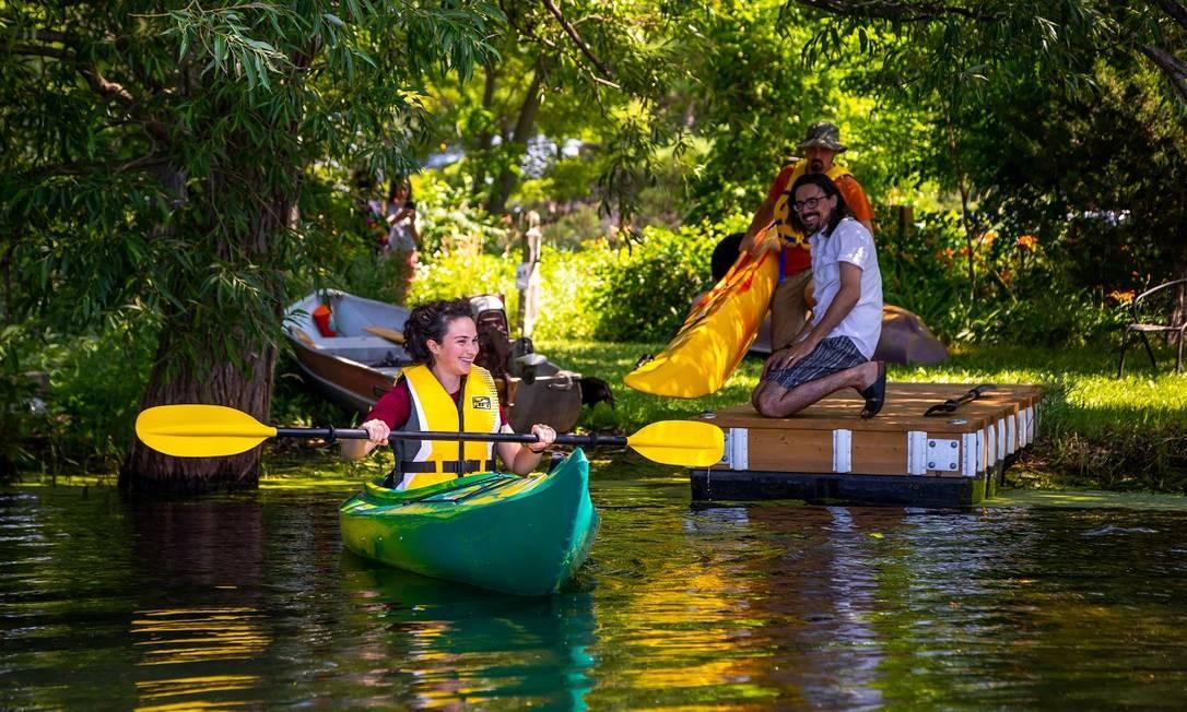 Os donos do Cabin Fever Kayak se mudaram ara o Condado Prince Edward para escapar da agitação de Toronto Foto: Eugen Sakhnenko / The New York Times