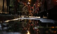 RI 18/10/2019 Um incêndio atingiu a Whiskeria Quatro por Quatro, por volta das 11h desta sexta-feira. O Corpo de Bombeiros foi acionado às 11h25 e enviou oito caminhões para a Rua Buenos Aires. O Comandante do Corpo de Bombeiros, coronel Roberto Robadey, confirmou que três bombeiros morreram e um está ferido. Foto Alexandre Cassiano / Agência O Globo Foto: Alexandre Cassiano / Alexandre Cassiano