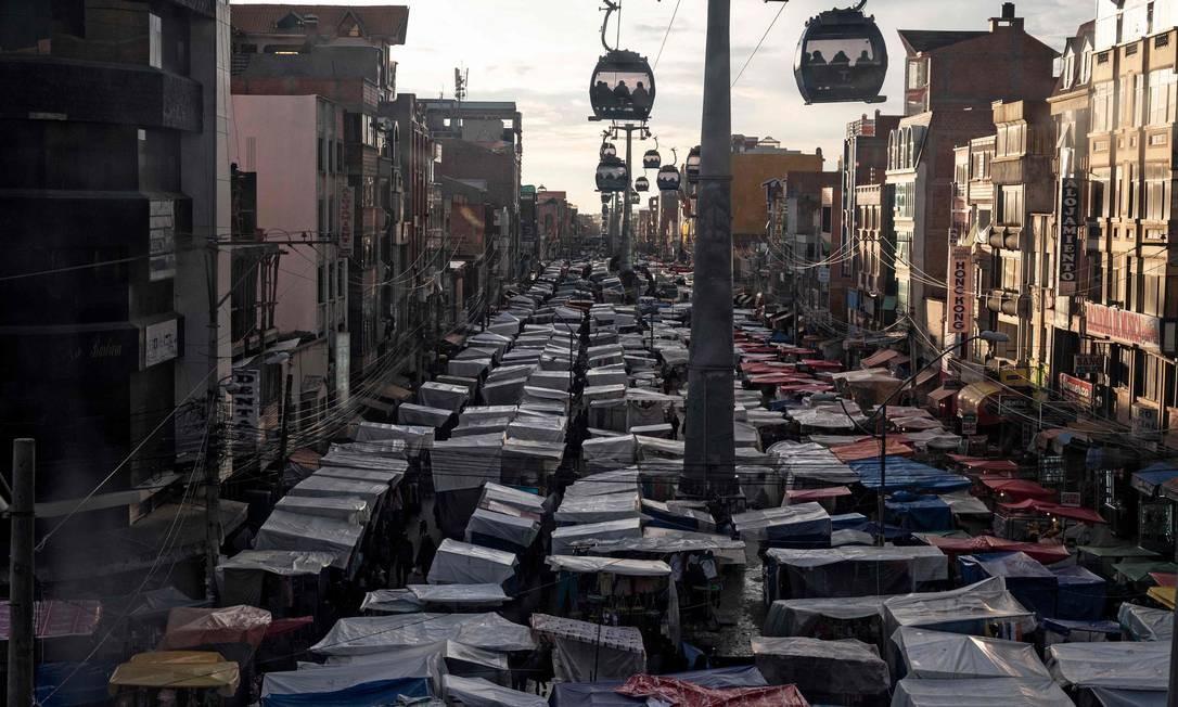 Feira livre em El Alto, cidade majoritariamente aimará que se desenvolveu sob Morales: para sociólogo, mudanças amplas criaram novas expectativas Foto: / PEDRO UGARTE/AFP