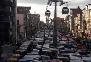 Feira livre em El Alto, cidade majoritariamente aimará que se desenvolveu sob Morales: para sociólogo, mudanças amplas criaram novas expectativas Foto: PEDRO UGARTE/AFP