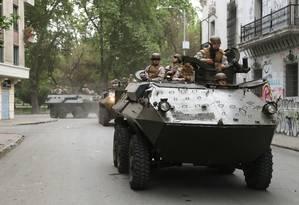 Militares monitoram as ruas de Santiago Foto: IVAN ALVARADO / REUTERS