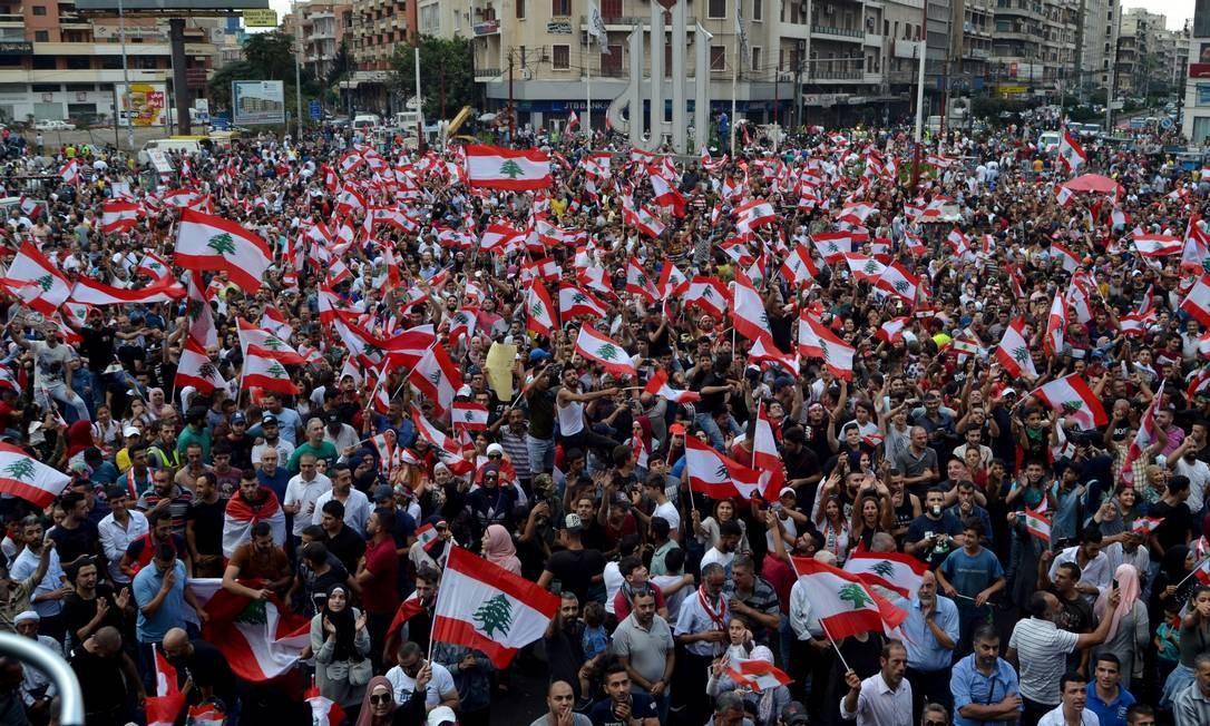 Multidão participa de manifestação em Tripoli, neste domingo Foto: OMAR IBRAHIM / REUTERS