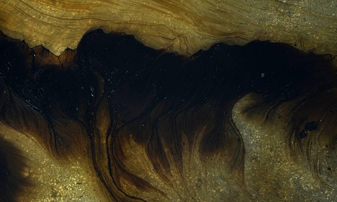 Os arrecifes da Praia dos Carneiros foram atingidos pelo óleo Foto: STRINGER / REUTERS