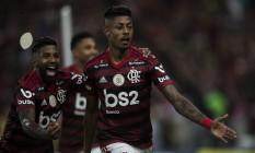Bruno Henrique comemora seu gol no jogo contra o Fluminense pela 27ª rodada do Brasileiro Foto: Guito Moreto / Agência O Globo