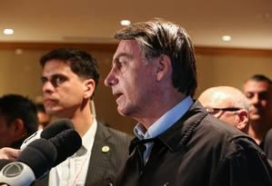 Bolsonaro fala com a imprensa na chegada ao Hotel Imperial, em Tóquio Foto: José Dias / PR