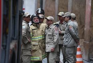 A emoção de um dos bombeiros que voltaram à Quatro por Quatro Foto: Fabiano Rocha / Agência O Globo