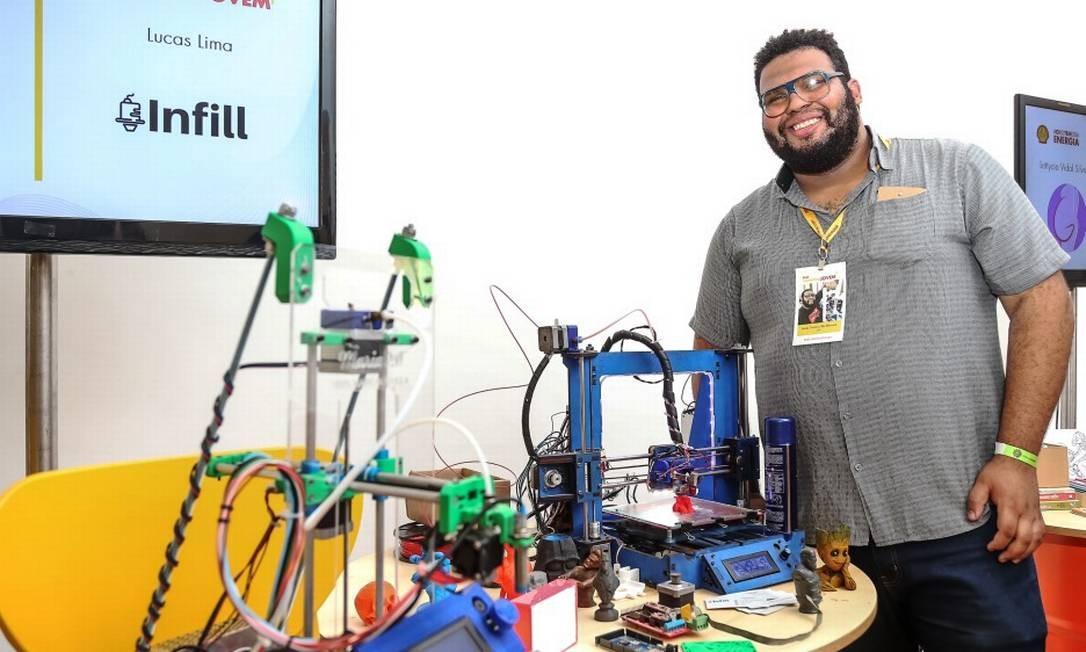 1º lugar: Lucas Lima, de 24 anos, está mais perto de realizar o sonho de capacitar e empregar jovens de comunidades. Vencedor da noite, ele criou a Infill, empresa que faz impressões em 3D com máquina de baixo custo, e levou R$ 8 mil Foto: Marco Sobral