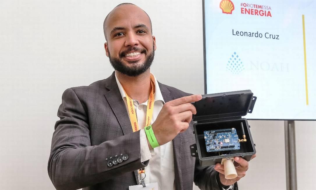 Destaque: aos 35 anos, Leonardo Cruz está ajudando a mudar o cenário de dias de chuvosos no Rio de Janeiro. Ele é o idealizador da Noah Smart City, que fabrica um sensor que mede e classifica o nível de água da região onde é instalado Foto: Marco Sobral