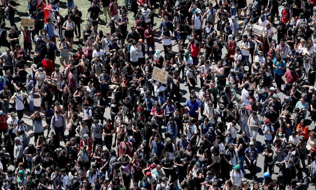 Manifestantes participam de protesto contra modelo econômico do Estado chileno Foto: IVAN ALVARADO / REUTERS