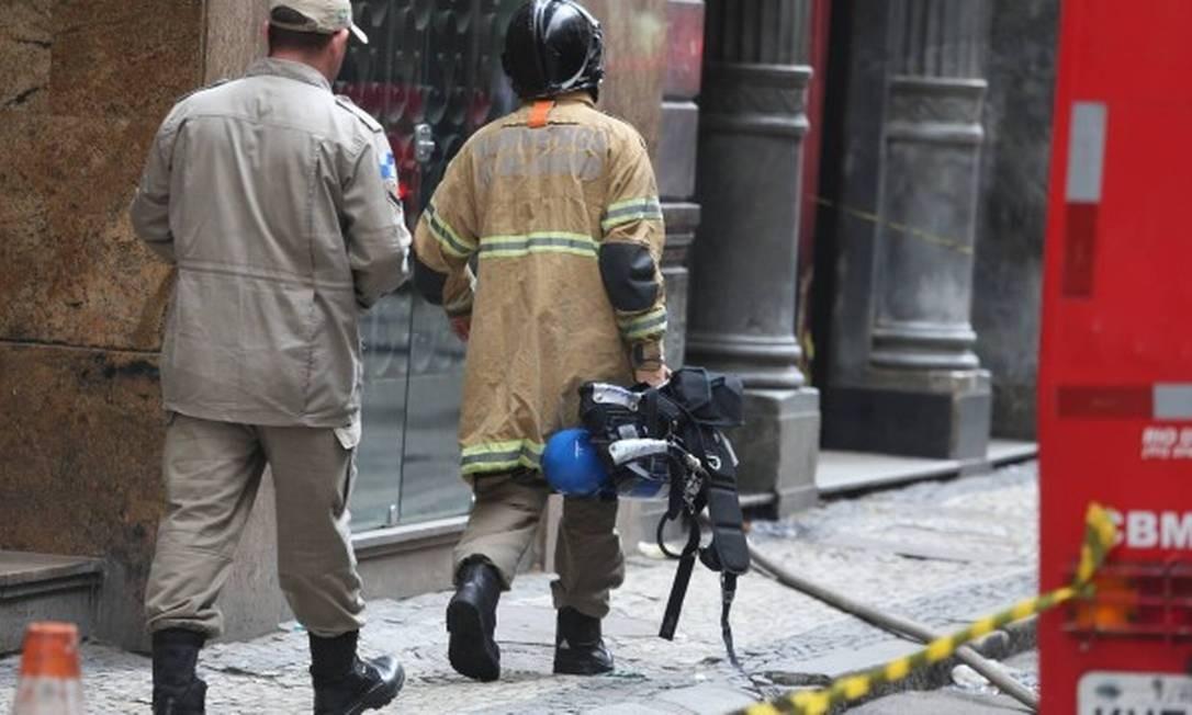 Bombeiros retornam a termas Quatro por Quatro: novo foco de incêndio Foto: Fabiano Rocha / Agência O GLOBO
