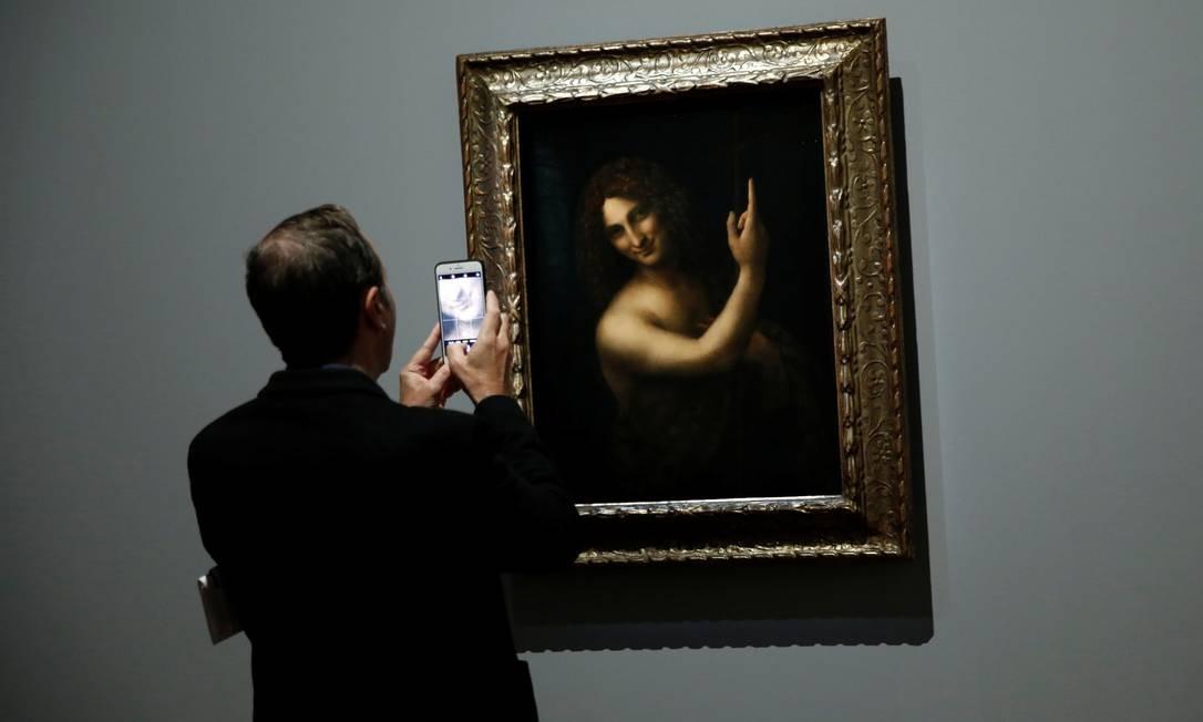 'São João Batista', uma das cinco telas de Da Vinci que integram o acervo do Louvre. O museu da capital francesa tem o maior conjunto de pinturas do artista reunido numa uma única instituição. Foto: BENOIT TESSIER / REUTERS