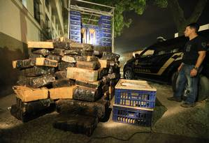 Policia Federal apreende caminhão com cerca de duas toneladas de maconha no Rio em 29/08/2015 Foto: Urbano Erbiste / Agência O Globo