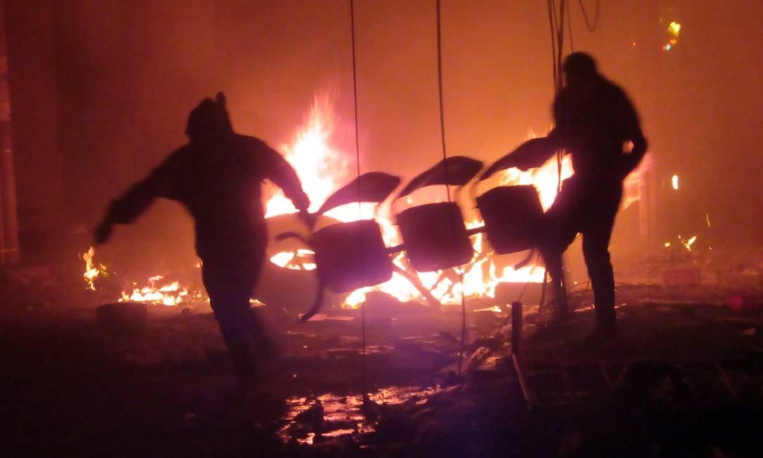 Opositores de Morales põem fogo em escritório de órgão eleitoral na Bolívia Foto: JOSE LUIS RODRIGUEZ / AFP
