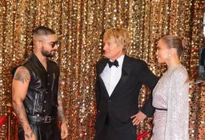Jennifer Lopez com Maluma e Owen Wilson no set Foto: Jose Perez/Bauer-Griffin / GC Images