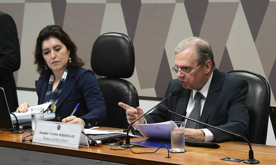 Simone Tebet (MDB-MS), presidente da Comissão de Constituição e Justiça (CCJ), e Tasso Jereissati (PSDB-CE), relator da Previdência, durante votação da reforma na CCJ Foto: Marcos Oliveira / Agência Senado