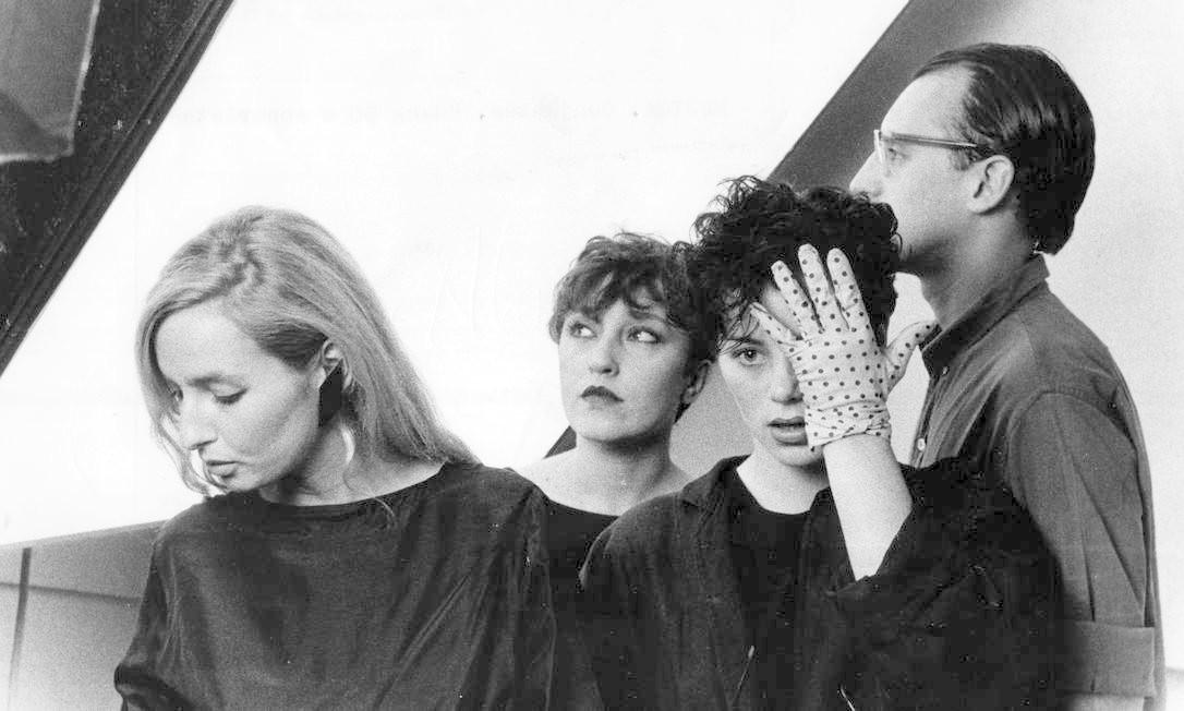 Alice Pink Pank, de luva, em 1982, com a Gang 90 e Absurdettes Foto: Divulgação