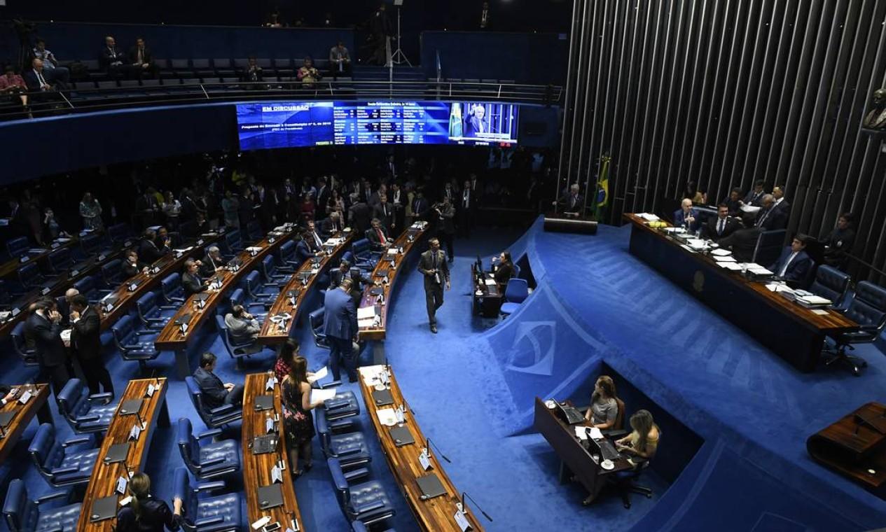 Com a reforma, mudam as regras para a aposentadoria e pensão de trabalhadores da iniciativa privada, servidores públicos federais e professores Foto: Roque de Sá / Agência Senado