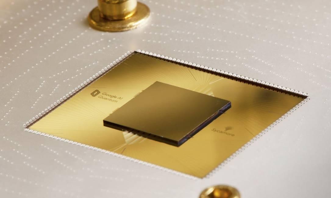 O chip Sycamore, do Google, tem 54 qubits e se mostrou infinitamente mais veloz na resolução de uma tarefa que os supercomputadores clássicos Foto: HO / AFP