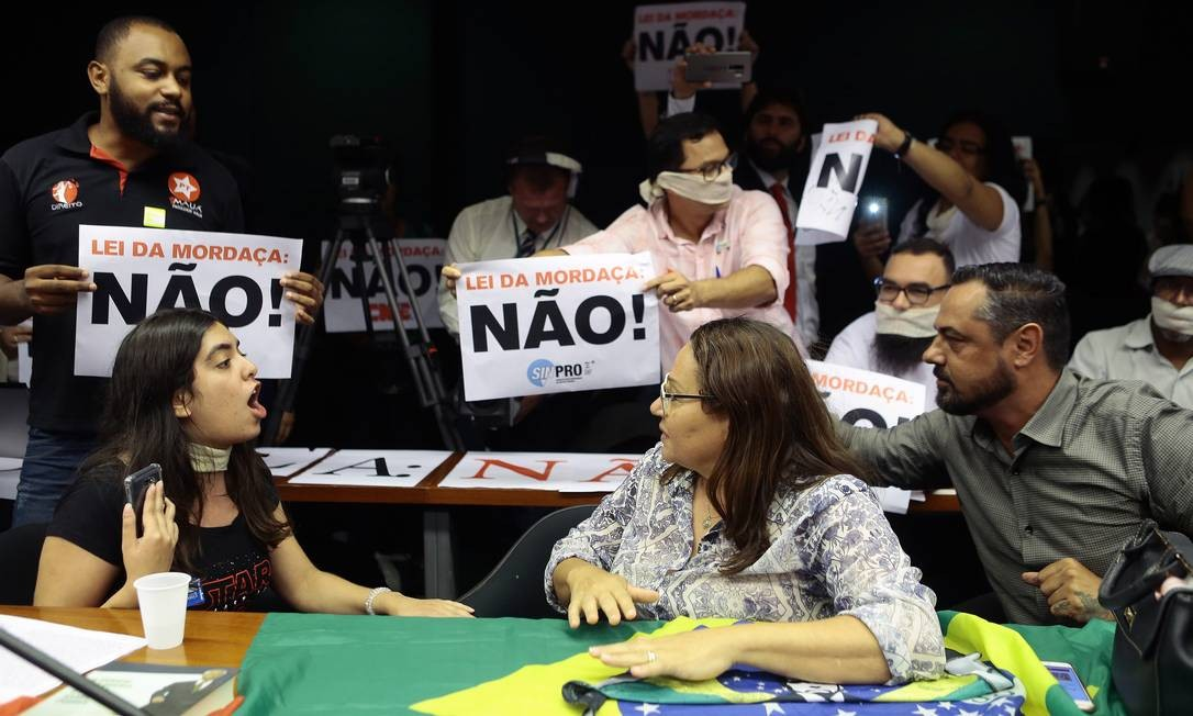 Tramitação na Câmara dos Deputados é marcada por protestos e discussões Foto: Jorge William / Agência O Globo